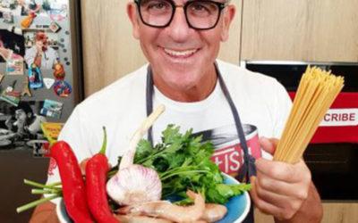 """Doniamo prima di andare in vacanza, la ricetta """"rosso sangue"""" e """"giallo plasma"""" dello chef Max Mariola"""